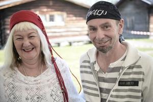 Carina Aynsley och Micael Lindberg är två av författarna på litteraturfestivalen.