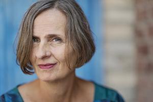 """Susanna Alakoski är aktuell med romanen """"Bomullsängeln"""", första delen i en svit om fyra böcker som skildrar kvinnliga arbetare. Foto: Stina Stjernkvist"""