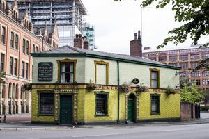 En riktig pub. Det vore välkommet i Horndal, det menar Horndalsbon Samuel Tippler Viklund.