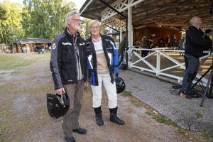 Ingemar Ohlsson och Agneta Björkman tog hojen till Ön i Hedesunda.