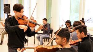 Dream orchestra Gävle under ett övningstillfälle tidigare under terminen. Foto: Katrin Björn