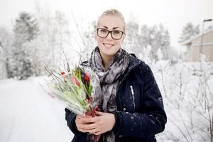 Linda Unander, 25, trivs med livet just nu. Äntligen har hon fått fast jobb i kommunen.
