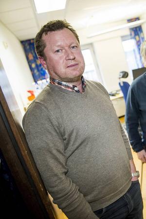 Urban Sundström har sagt upp avtalet om chefstjänsten för individ- och äldreomsorgen.