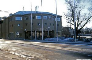 Så här blev den nya entrédelen. Bild från 1980-talet. Fotograf: Lillevi Richardtson. (Bildkälla: Örebro stadsarkiv)