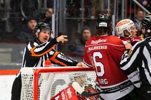 Mycket gruff under matchen. Warg var inblandad i flera. Bild: Johan Bernström/Bildbyrån
