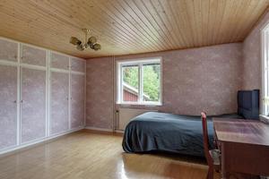 Fastigheten har fyra sovrum, varav ett kan användas som tv-rum.Foto: Svensk Fastighetsförmedling.