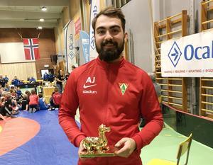 Tränaren Albin Johansson med Fairplay-priset.