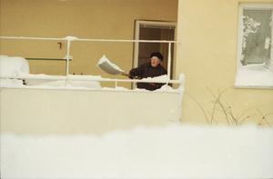 Även de som bodde i lägenhet fick skotta snö.