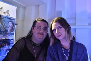 Sofia Elida och Julia Gidlöw från gatukonstgruppen Klotterklungan.