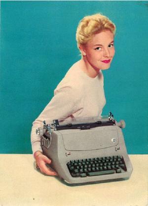Reklamfoto för en ny Facit skrivmaskin år 1958.