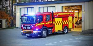 Brandbilen i Kungsör kom inte iväg på ett larm i början av februari. Facket är kritiskt mot arbetsgivaren som inte ser till att fler har körkort för brandbilen,  men arbetsgivaren skyller på personalen som byter schema med varann utan tanke på att någon måste vara förare.