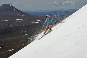 Midsommaraftonen inledde Amanda Westblad i Idre med skidåkning på Nipfjället, på eftermiddagen väntade jobb på golfbanan.