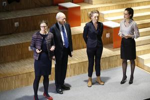 När Kristina Palm (till vänster) nu lämnar Södertälje science parks styrelse blir Boel Godner ensam kvinna bland åtta män, däribland Stephan Tolstoy (i mitten). Till höger om Boel Godner syns Nisha Besara, som var moderator vid invigningen av Science park i maj 2018.