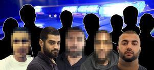 Delar av det kriminella nätverket. Från vänster: 22-åring: Misstänks för flera grova brott, bland annat grov utpressning. Mohammed Hussein: Misstänks för bland annat grov utpressning och narkotikabrott. 33-åring: Pekas ut som nätverkets ledare. Väntar på att få avtjäna ett sju månader långt fängelsestraff för bland annat skattebrott. 20-åring: Är nyligen dömd till två års fängelse för försök till grovt vapenbrott efter att ha fångats på film vid en vapengömma på Finnslätten. Ali Hassan, anses ha en central roll i nätverket, misstänkt för bland annat grov utpressning och grovt vapenbrott. Bilden är ett montage. Foto: Polisen och VLT/Arkiv