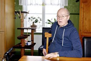 Rune Lindgren från Sundsvall skulle vilja att sjukvården i länet skapade fler vårdplatser i stället för att minska ner på antalet.
