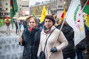 Amal Ali och  Maria Makbule Colak var några av många kurder som demonstrerade på Stortorget i Gävle förra veckan.