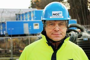 Håkan Broman är uppvuxen i en familj i byggbranschen i Mora och efter studier har han gjort karriär inom byggbolaget NCC.