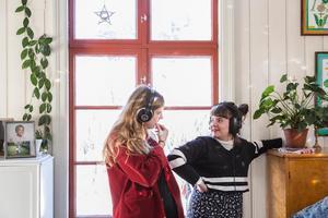 Pressbild. Samantha Ohlanders och Sara Parkman.