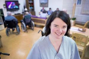 Anna Hestner är regionkoordinator för Senior Alert och är glad för att kommunens hemvård ses som ett gott exempel på hur man förebygger att äldre far illa.