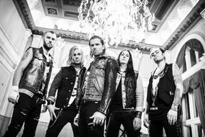 Skövdebandet Ammotrack vill överraska de svenska tv-tittarna med sin muskelrock och låtbidraget