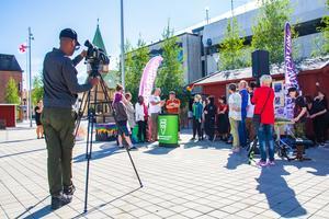Framtidsstugan, Maj generations partipolitiskt obundna valstuga på Brotorget i Bollnäs ingick också i projektet Bollnäs brinner. Den skapade aktivitet kring ungas frågor om samhället och politik. Arkivbild