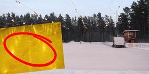 I den röda ringen syns sprickan i isen.