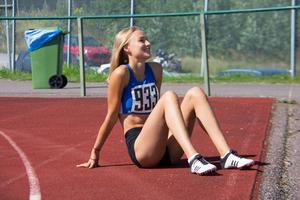 Julia Håkansson från Spårvägen FK sprang i 100 meter häck i F16-klassen.