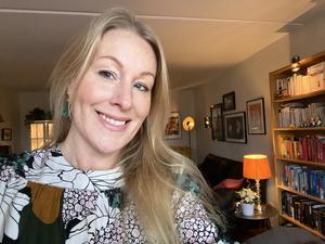 """Sara Strömberg: Jag säger som Markus Krunegård sjunger: """"mänsklig värme, snälla kom närmre"""". Nästa år hoppas jag på fler kulturmöten i verkligheten. Jag vill stå eller sitta tätt tillsammans med andra, under en konsert, teaterföreställning, konstvernissage eller ett författarsamtal. Så enkelt är det."""