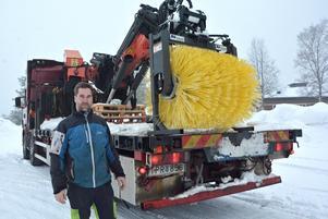 Mikael Johansson och Nordingrå Transport har fått användning för den väldiga snöborste som mest stått oanvänd de senaste åren.