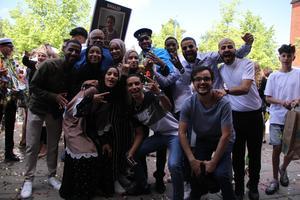 Familjen Shiqaalow firar att Khalid tagit studenten.