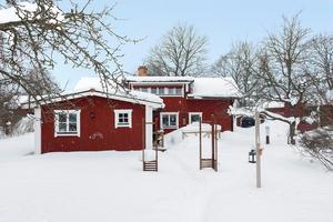 Denna femrumsvilla i Gustafs kom på plats nio på Klicktoppen för vecka 10, sett till hus i Dalarna. Foto: Svensk Fastighetsförmedling Säter