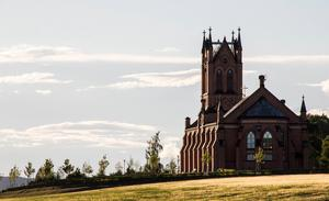 Trönö nya kyrka, i Söderhamn, brann ner cirka 100 år efter att den uppförts – och återuppbyggdes.