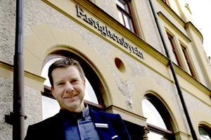 Kent Selin är mäklare på Fastighetsbyrån och den som har hand om affären.