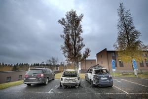 Tre bilar skadades i branden på Körfältet inatt.