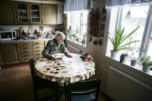 Lennart Roslund har betalat påminnelserna för att inte riskera dyra avgifter, trots att Telia inte skickat någon originalfaktura.