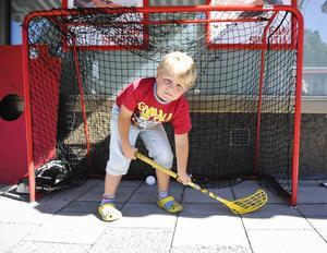 Jerker Högberg, 6 år, testade livet som innebandymålis.