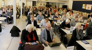 Kommunfullmäktige i Lindesberg höll sitt aprilsammanträde i Storåskolan.