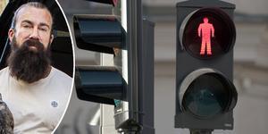 Jag går mot röd gubbe när jag ser att det är ofarligt. När det helt enkelt inte kommer några bilar. Jag säger inte att det är rätt, jag säger inte att andra ska göra som jag. Jag säger bara att jag gör så och det står jag för, skriver Jan Emanuel Johansson. Foto: Linus Chen Magnusson, Maja Suslin, TT.