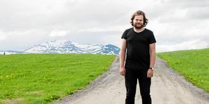 """""""Fäviken magasinet har varit ett projekt som jag har fått ett enormt stöd från familjen Brummer som är Fävikens ägare och mina affärskompanjoner. Jag har tillåtits att växa och utvecklas, och jag har tillåtits total kreativ frihet. Det har varit ett svårt beslut men jag vet att det är det rätta,"""" skriver Magnus Nilsosn.  Fotograf: Emma Rodling"""