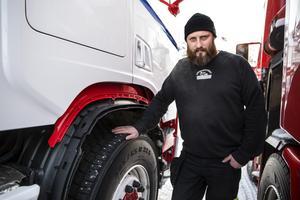 Mattias Haglund på Bärgningstjänst Dalarna märker att problemen med lastbilar i nöd har ökat de senaste åren.
