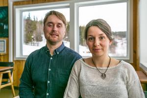 """""""Det går inte att ändra priserna hux flux bara för att momsen ändras, så det är skönt att den inte höjs. Det hade blivit väldigt tufft för oss och alla som håller på med naturguidning,"""" säger Katharina Amundsson som tillsammans med sambon August Alvtegen driver företaget Vilseledaren."""