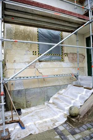 Fasaden var trasig på grund av en tidigare fuskrenovering. Foto: Helena Köhl