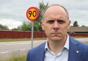 Fredrik Jarl (C), kommunalråd i Gagnef, är kritisk till hastighetssänkningen på riksväg 70.