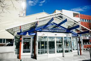 Föräldrarna till en 11-årig pojke har gjort en Ivo-anmälan efter att deras som vårdats på Örnsköldsviks sjukhus för en sårskada.