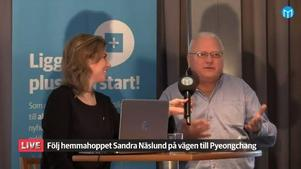 Stig Sundell, mångårig idrottslärare i Kramfors, intervjuas av Mittmedias reporter Anna Svedberg inför publik på First Hotel Kramm under söndagen.