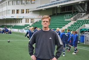 Sören Ericsson har flyttat från Ljusdal till Sundsvall för att träna Sundsvalls damlag.