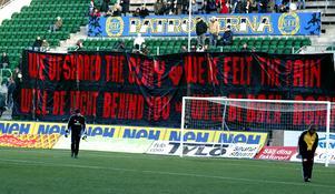 Mot Örgryte 2005 hängda den här banderollen nedanför supportrarna. Bild: Håkan Humla.