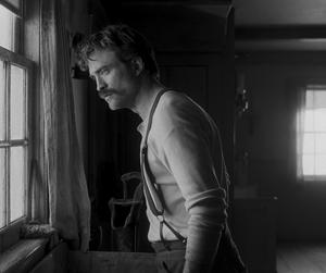Robert Pattinson spelar Ephraim Winslow i