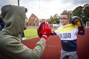 Gabriel Yacko fick boxas med storebror Noor. Gabriel tycker att det är kul med boxning. Foto: Lennye Osbeck