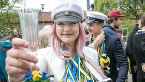 Linnea Björnewall är en av två tjejer som gick ut Pihlskolan. Linnea har gått Restaurang och livsmedel, och har redan jobb på charken på ICA.